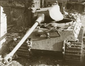 The King Tiger after the explosion in Le Plessis Grimoult.