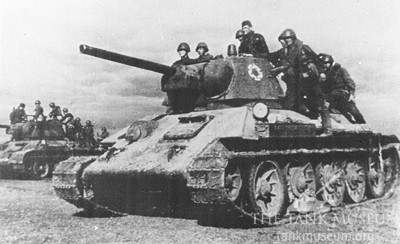 T-34 Model 1943s carrying infantry.